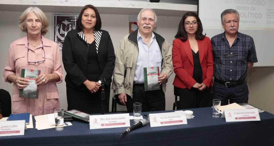 """Se analizó en la UATx el libro """"Lo religioso dentro de lo político"""""""
