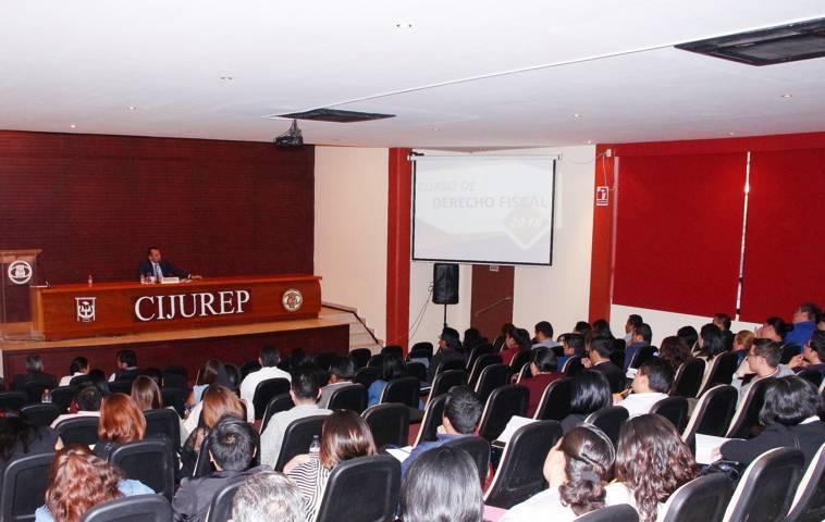 Impartió UAT curso de Derecho Fiscal