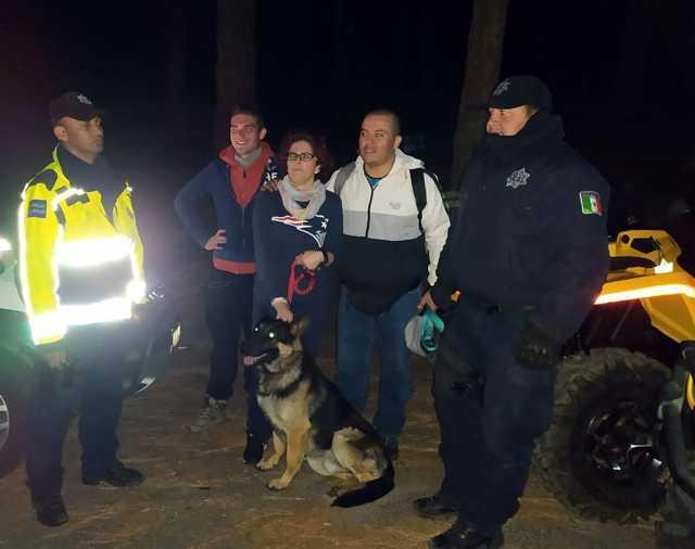 Policía de montaña rescata a dos personas extraviadas en La Malinche