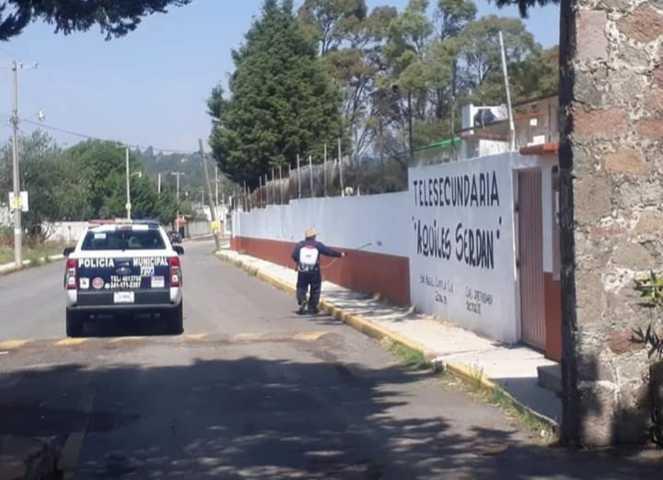 Continúa la sanitización en comunidades y barrios de Santa Cruz Tlaxcala