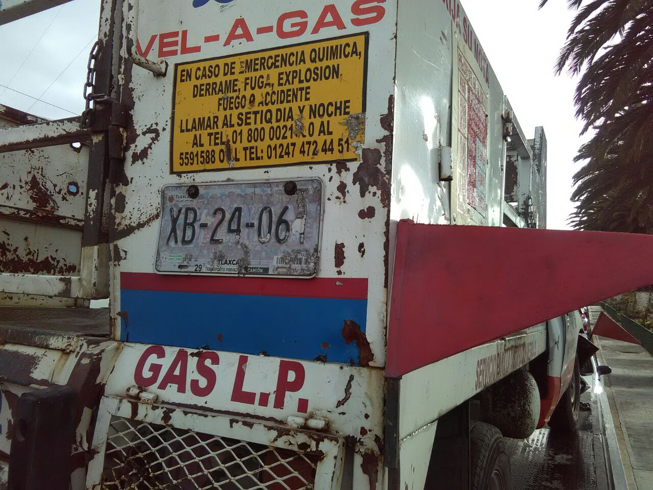 Choca de frente camioneta repartidora de gas en Amaxac de Guerrero
