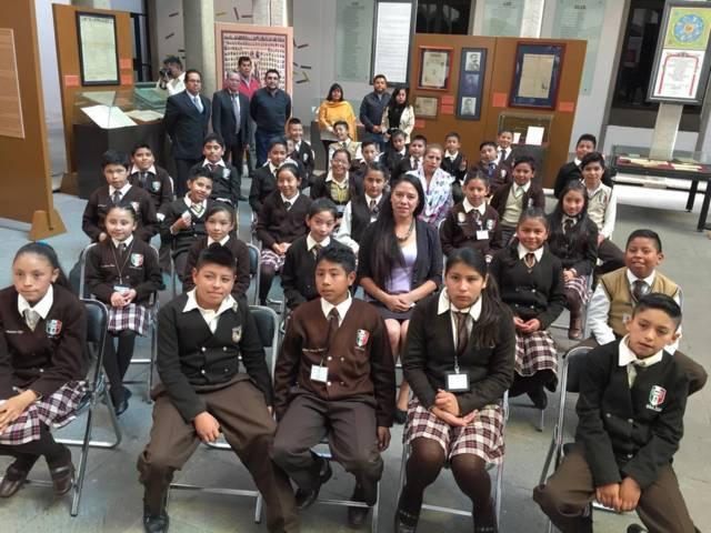 Presidenta de la Mesa Directiva convive con estudiantes de Calpulalpan en el Congreso