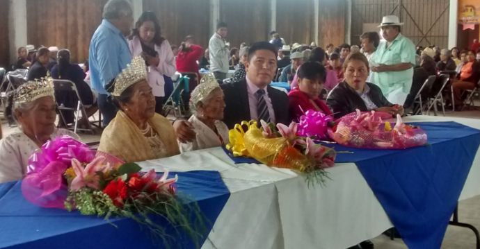Festeja Tepeyanco a sus abuelitos