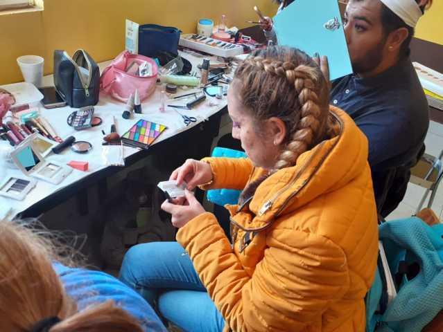 Concluye curso de maquillaje en Tetla