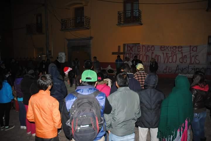 Normalistas de Ayotzinapa estuvieron en Ixtenco