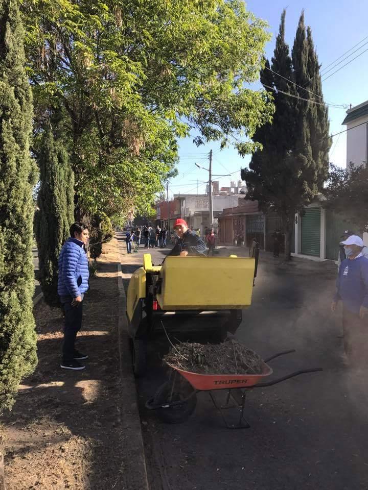 Trabaja Ayuntamiento de Apizaco en limpieza de espacios públicos