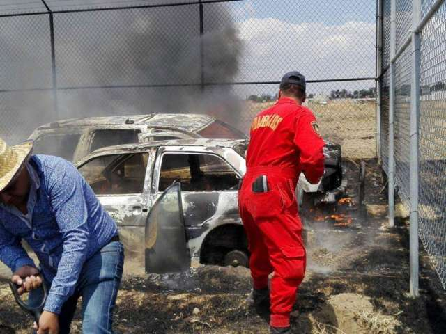 10 vehículos quedaron calcinados en Tepetitla