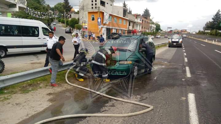 Se incendia camioneta en Tizatlán