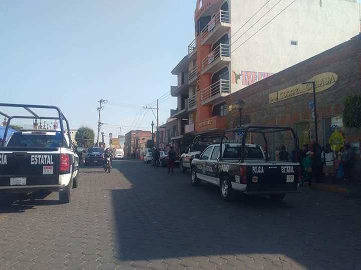 Sujetos armados asaltan Coppel en el centro de Zacatelco