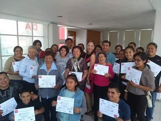 Acreditan mil mujeres curso de Computación Básica en la capital