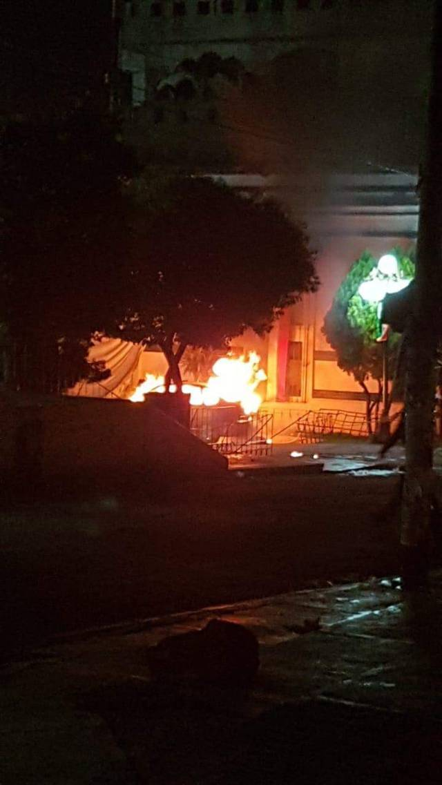 Habitantes se enardecen y queman vehículo en Tenancingo