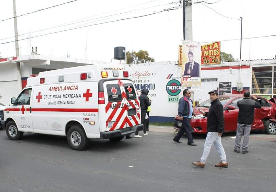 Camión impacta tres unidades y deja varios lesionados