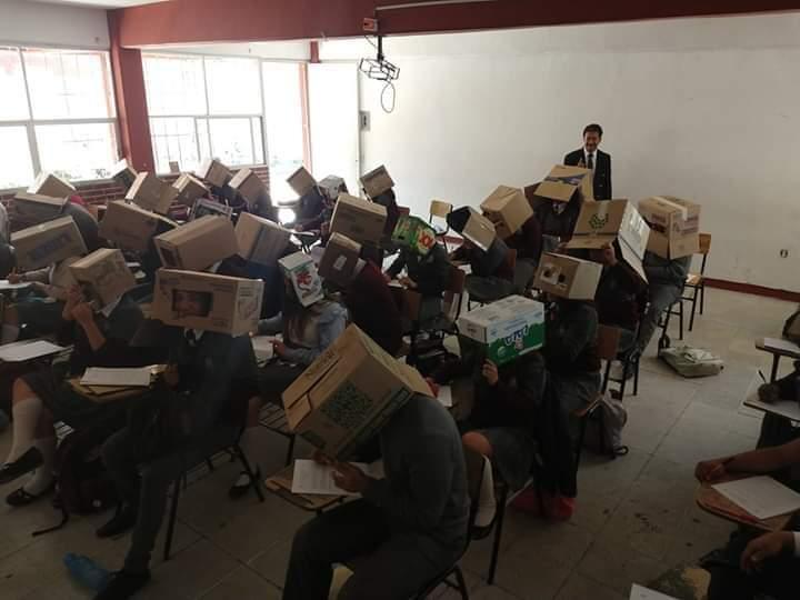 Con cajas de cervezas quieren quitarles lo copión a estudiantes del Cobat 01