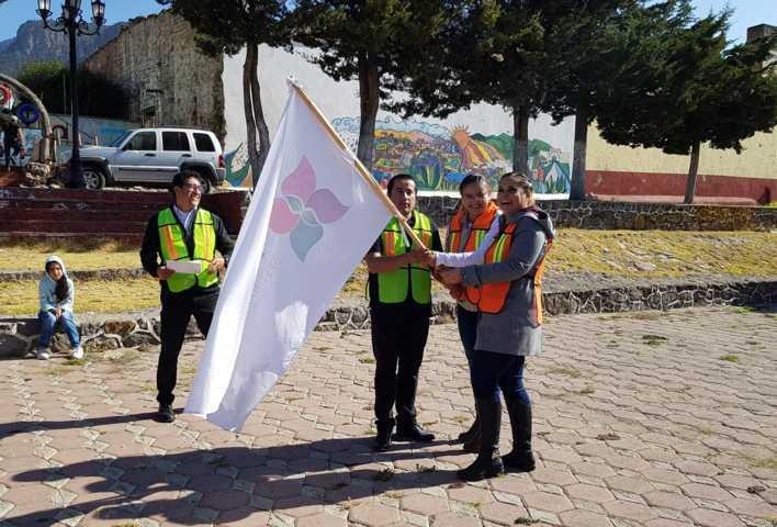 Diputada todo terreno da banderazo para inicio de obra en El Rosario