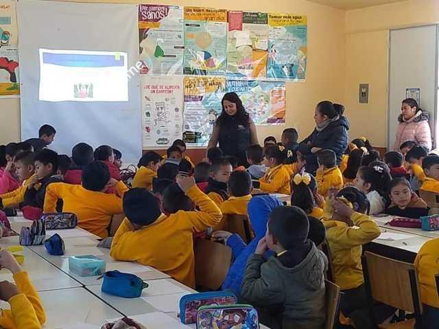 Imparten plática sobre autoestima a niños de primaria de Tlaxco