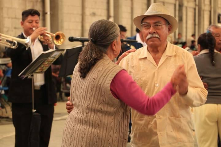 Los abuelitos cumplen un papel muy importante en el tejido social: alcalde