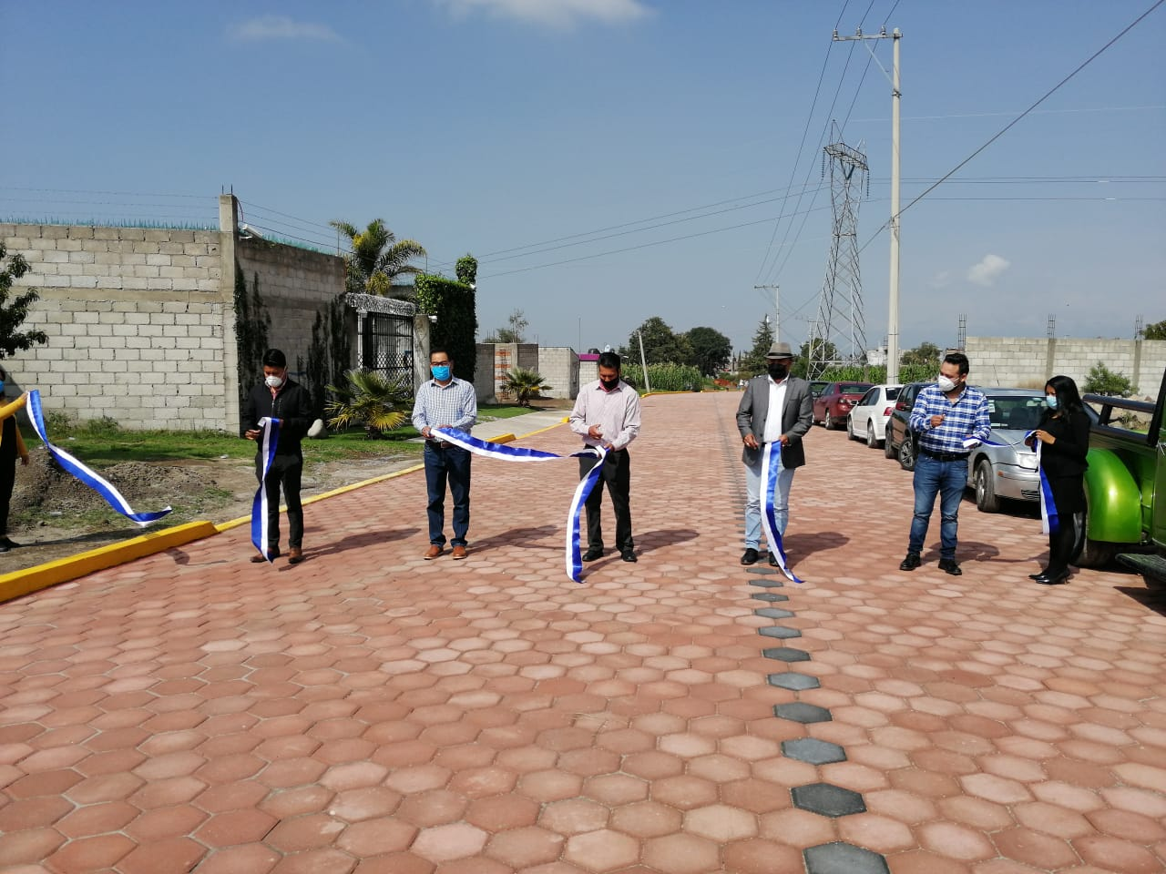 Cutberto Cano Coyotl entrega obra de pavimento de adoquín en San Nicolás
