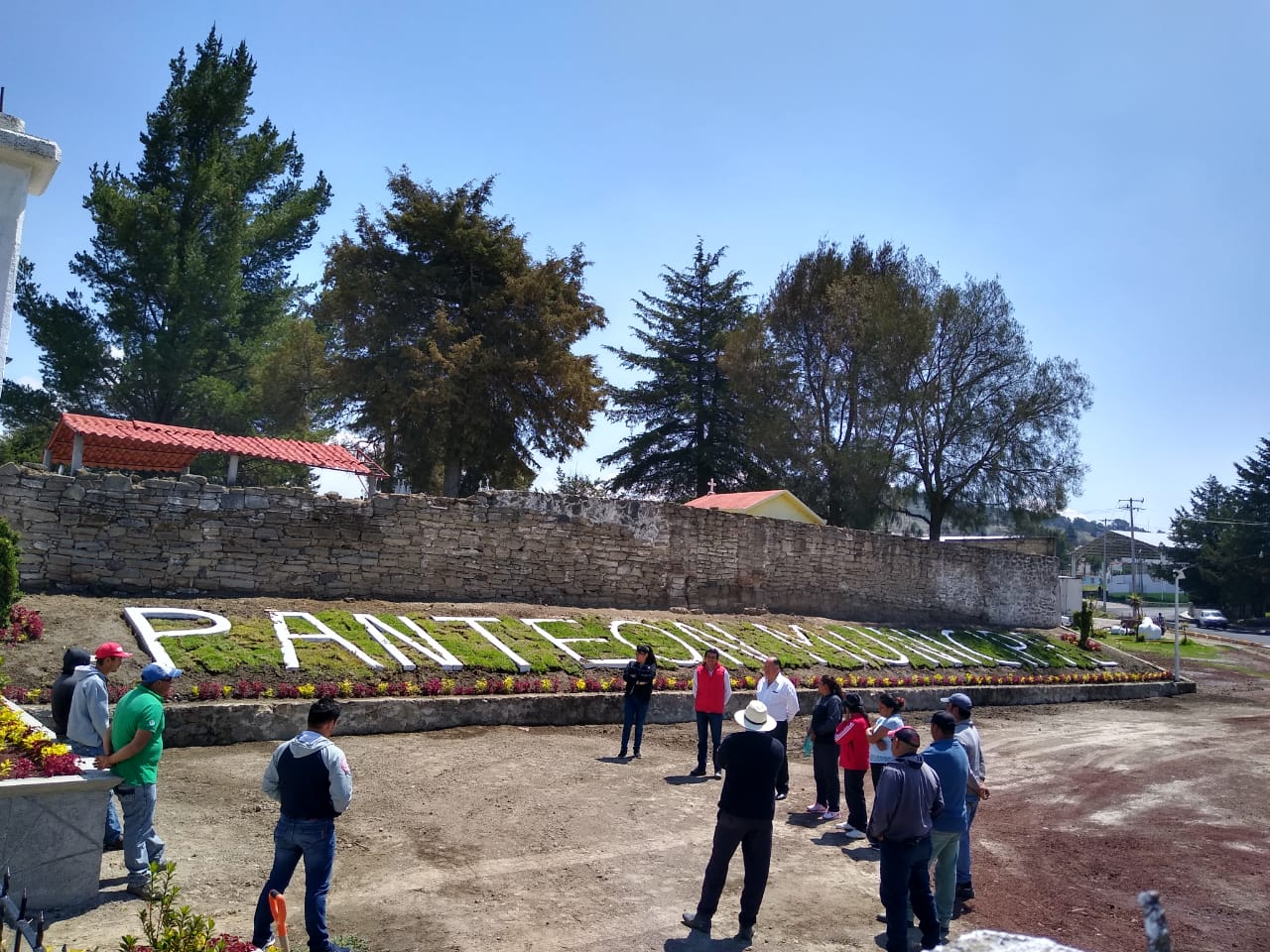 Atlangatepec se sigue transformando, concluyen la fachada del panteón municipal