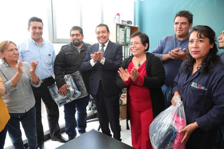 Acompaña FDO a la delegación D-III-1 del SNTE en la entrega de obsequios a trabajadores