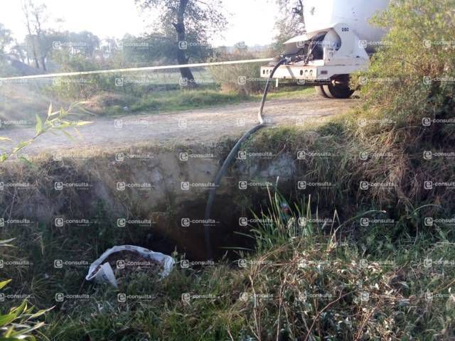 Huachicoleros abandonan pipa conectada a ducto de Pemex