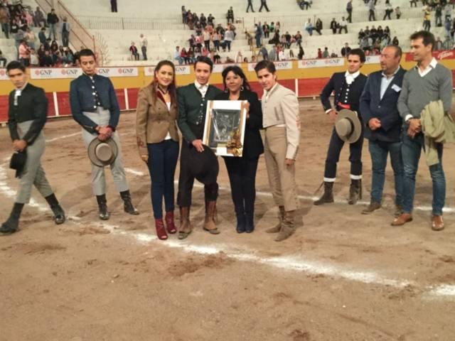 Triunfan Rafael Soriano y Juan Pablo Herrera en el Festival Taurino de la Hermandad