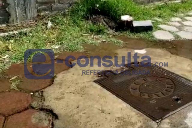 Se riega el agua en La Ciénega - Papalotla, piden la reparación de la fuga