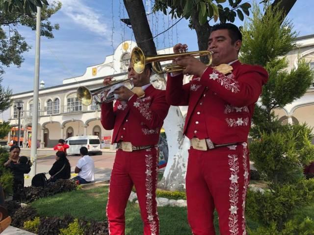 Ayuntamiento despide el año 2017 con mariachis en domingo familiares