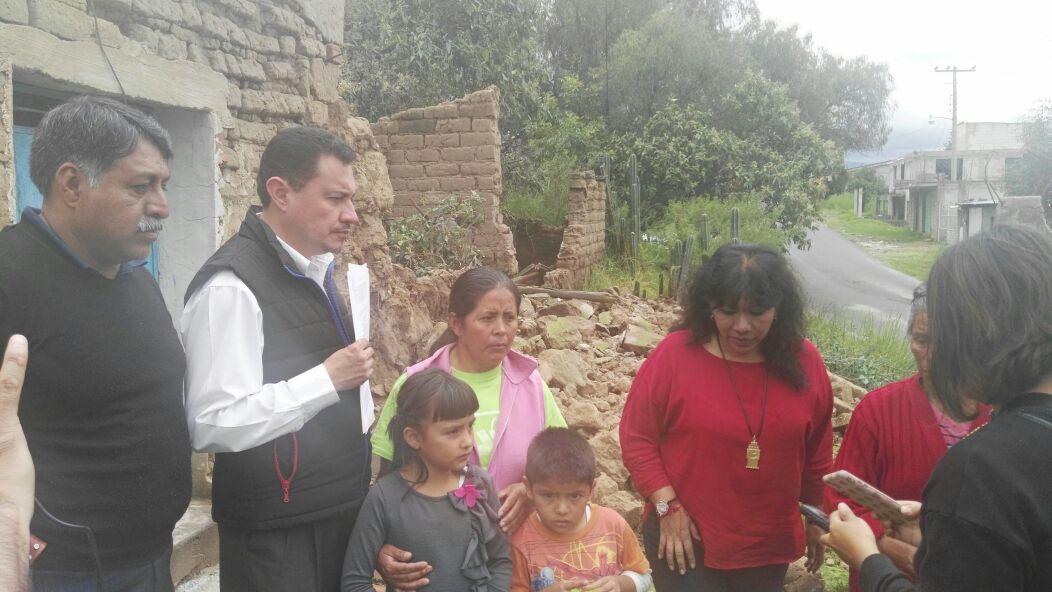 Temblor deja damnificados en Atlahapa; alcaldesa los atiende