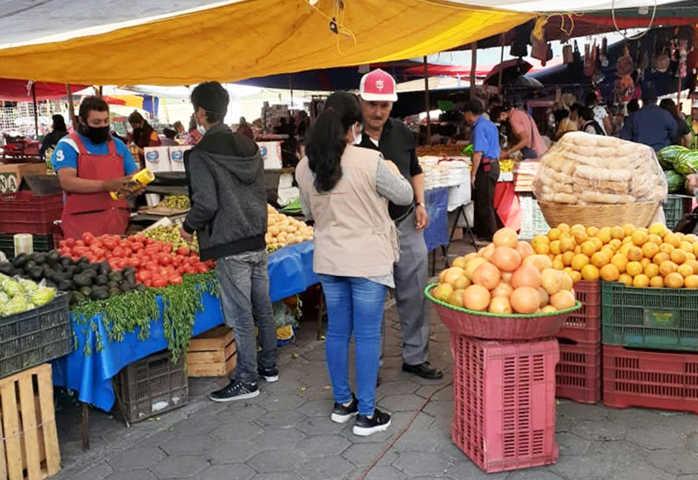 Implementan operativo de salud en mercado de Loma Bonita