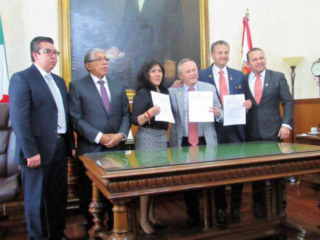 """Firman Ayto. de Tlaxcala y Club Rotario convenio de programa """"Vecino Vigilante"""""""