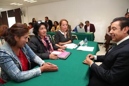 Mantiene Florentino diálogo con comunidad educativa con audiencias