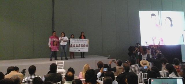 Mamá de desaparecida se queja del gobierno estatal en Foro por la Paz