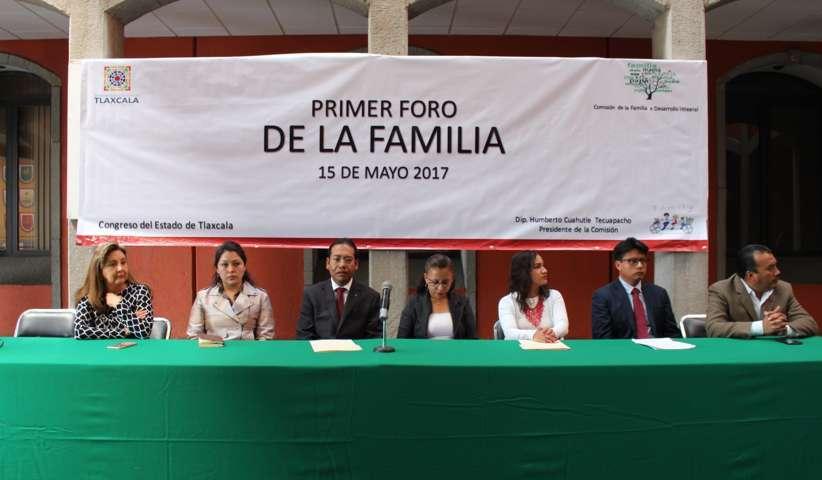 Organiza Comisión de la Familia primer foro