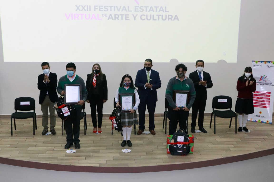 Premia Cecyte a ganadores de festival de arte y cultura