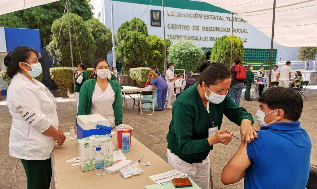 En Tlaxcala se vacuna a población de 50 a 59 años de edad