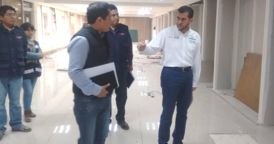 Yamil Melgar, Delegado del IMSS en Tlaxcala, recorre obra de remodelación de la 8