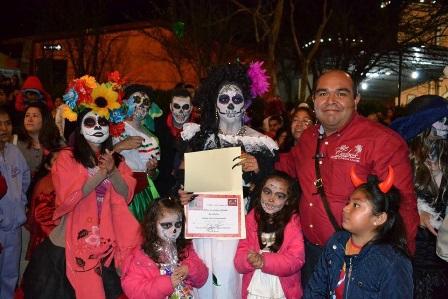 Un éxito resultó la Noche de Disfraces organizada por Rafa Coca