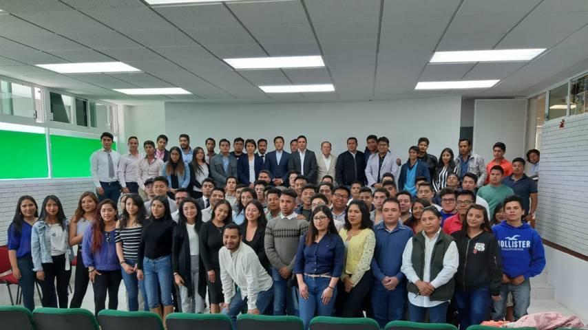 Asiste Alcalde de Tzompantepec a toma de protesta del Comité estudiantil del ITA