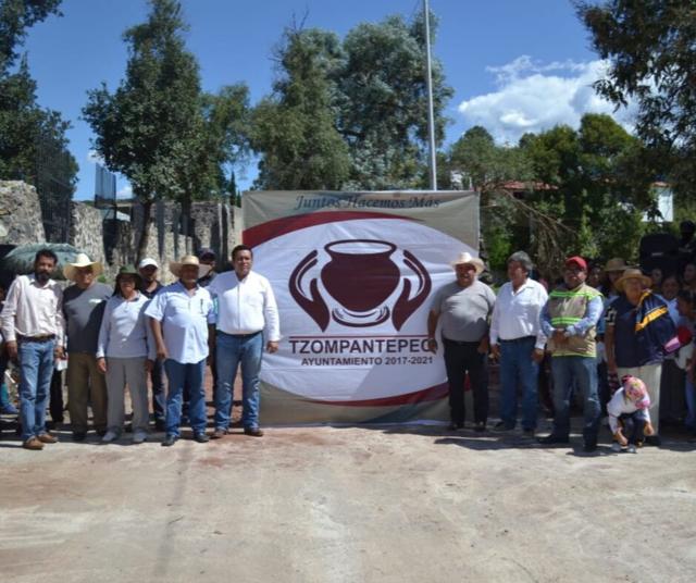 Arturo Rivera Mora entrega Construcción de Alcantarilla en Tzautla Ahuashuatepec