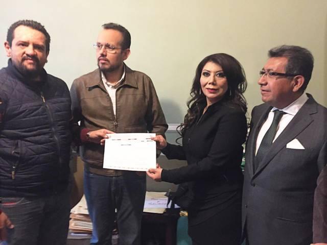 Alejandra Ramírez se registra como precandidata del PRD a diputada federal