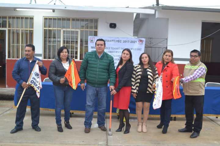 En Tzompantepec se da banderazo para construcción de techumbre en primaria