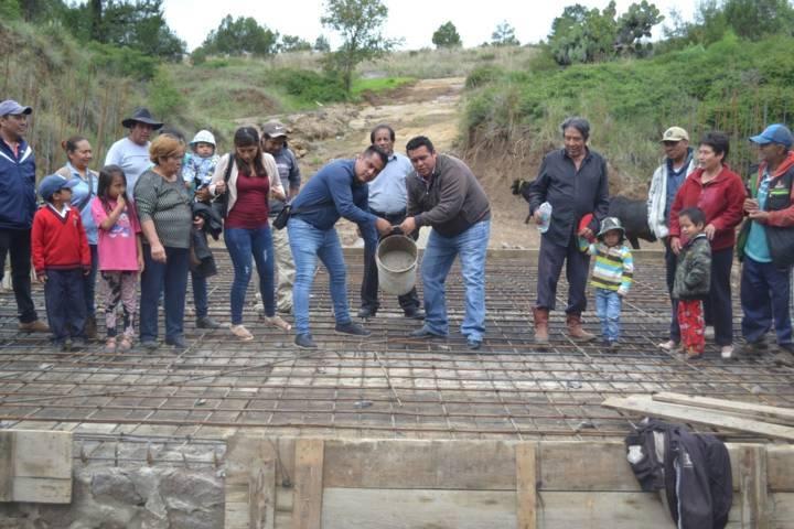 Presidente de Tzompantepec construye vías de Comunicación para enlazar a la ciudadanía