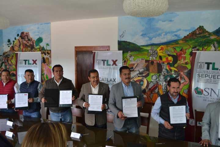 Presidente de Tzompantepec firmó convenio de colaboración con el ICATLAX
