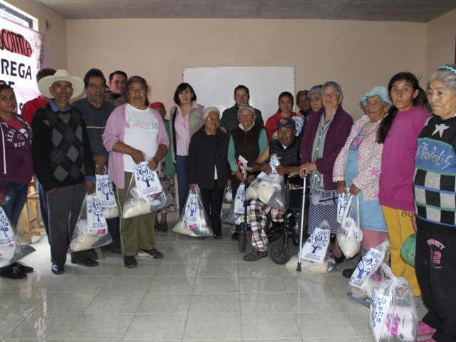 El Smdif de Tetla entregó despensas y celebró a adultos mayores