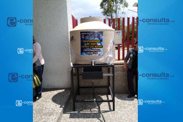 Gobierno de Tzompantepec Suministra Lavamanos Portátiles al Hospital Regional