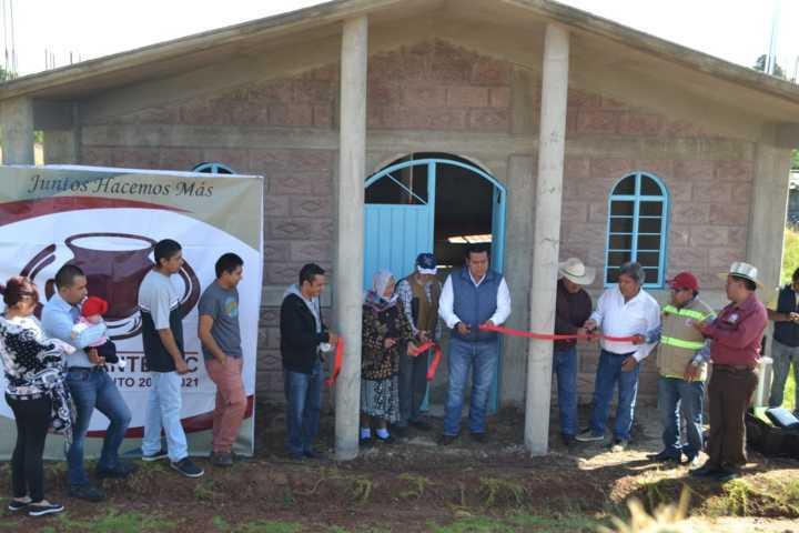 Gobierno de Tzompantepec entrega Material de Herrería a Templo en Xaltianquisco