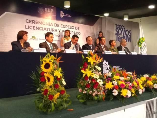 Alcalde de Tzompantepec, asiste a la ceremonia de graduación del ITA