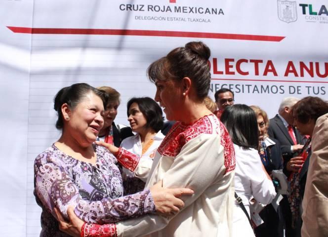 Asiste Presidenta del SMDIF de Apetatitlán a Colecta de Cruz Roja