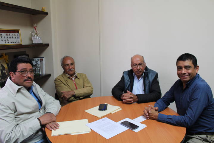 Se reúne Enrique Padilla con miembros de la CMIC