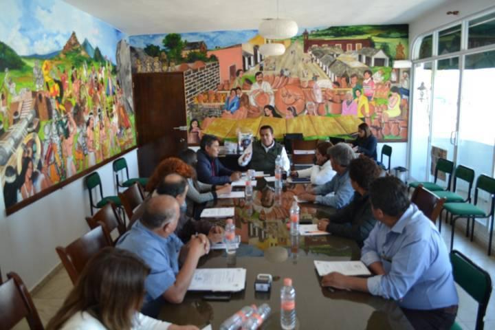 Alcalde funge como mediador en conflicto entre pobladores y presidenta de comunidad